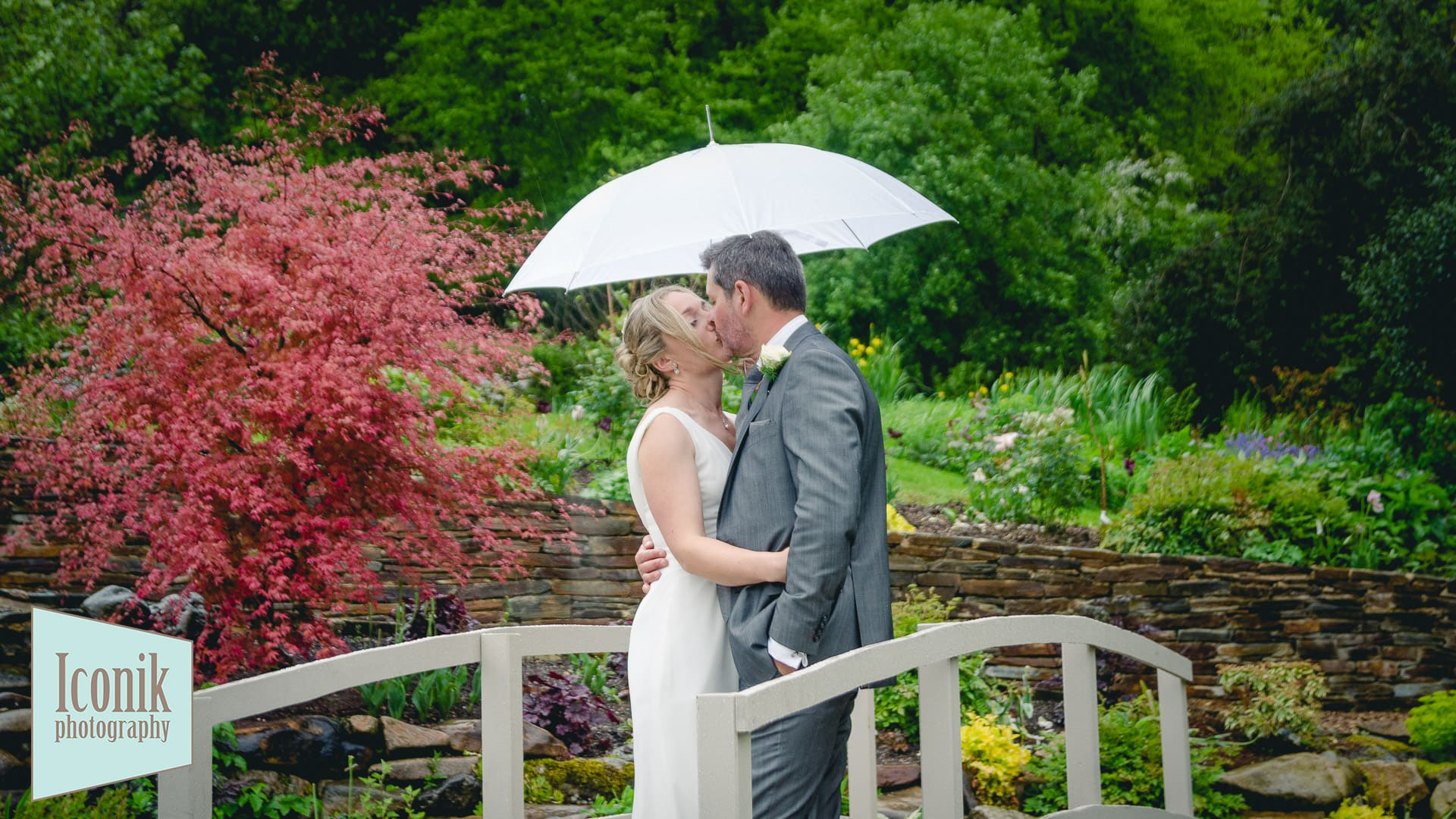romantic wedding photos in the Dartmoor rain